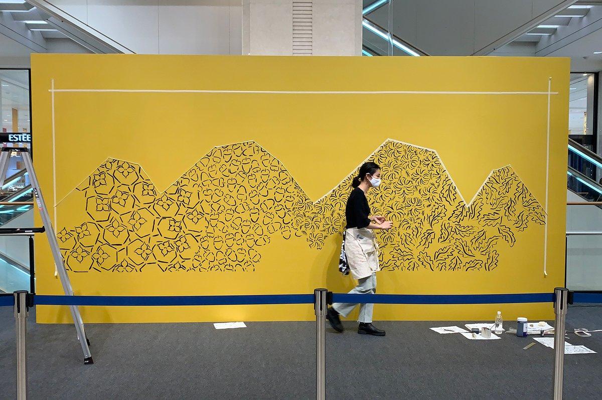 【LEE IZUMIDAさんライブペイント開催✨】 本日、1階 特設会場で北海道出身のアーティスト「LEE IZUMIDA」さんによるライブペイントを開催しました。 明日9/18(金)も午前11時~午後4時まで開催。いよいよ絵が完成しますのでぜひ、ご覧下さい✨ #リーイズミダ #大丸札幌 https://t.co/o0WKz4JI0J