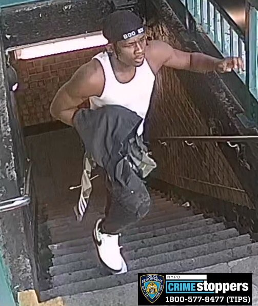 🚨WANTED🚨for a Grand Larceny inside of 170th st.  #B/D Train. #Bronx  @NYPD44pct @NYPDTransit on 9/6/20 @ 6:15 PM 💰Reward up to $2500👓Seen him? Know who he is?☎️Call 1-800-577-TIPS or DM us!📞Calls are CONFIDENTIAL! #YourCityYourCall @NYPDDetectives @NYPDShea @NYPDChiefPatrol https://t.co/QotKX2Nlqk