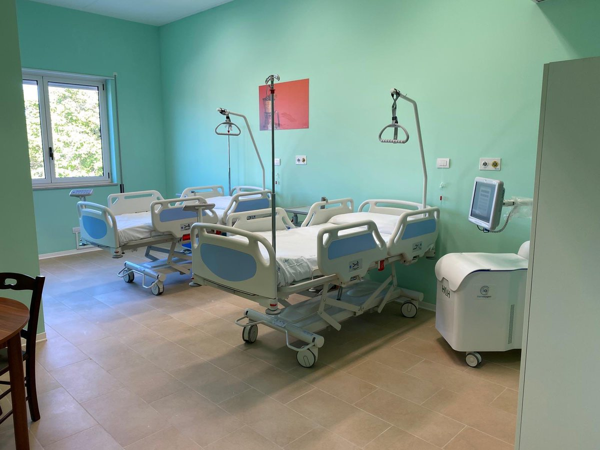 È pronto l'ospedale di comunità di #Cisternino . Una struttura che è stata impiegata durante l'emergenza Covid per ospitare i pazienti nella fase post acuzie e che oggi torna alla comunità completamente rinnovata, dopo i lavori di adeguamento. ➡️ https://t.co/dmSIrWwfup https://t.co/JXbOyjjmuY