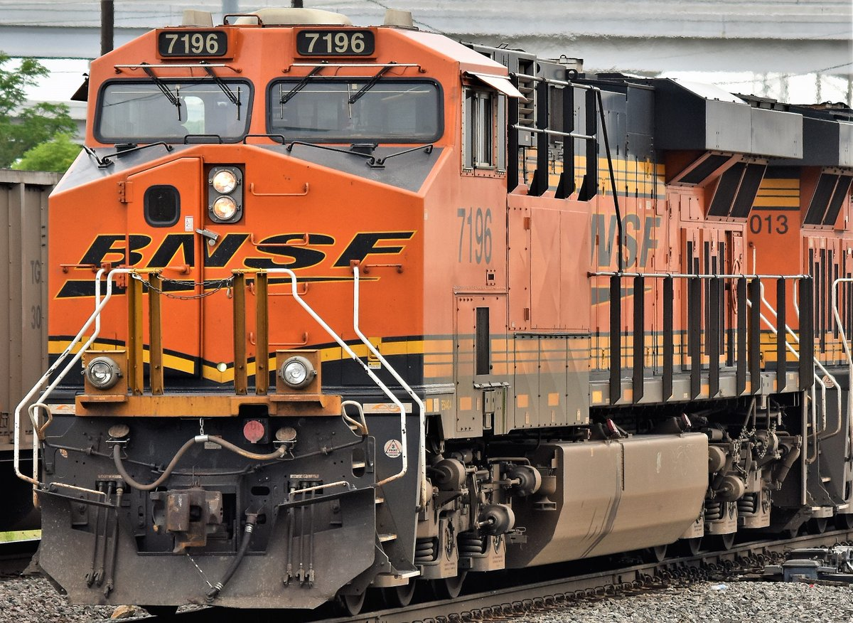 Here's a closer view of @BNSFRailway GE-ES44C4 Unit 7196 in Fort Worth, Tx (Tower 55) #Train #Trains #Trainphoto #Trainphotos #Rail #Railroad #Railfanning #Railphoto #Railphotos #Trainphotography #Railphotography https://t.co/1LSHdEkq8u