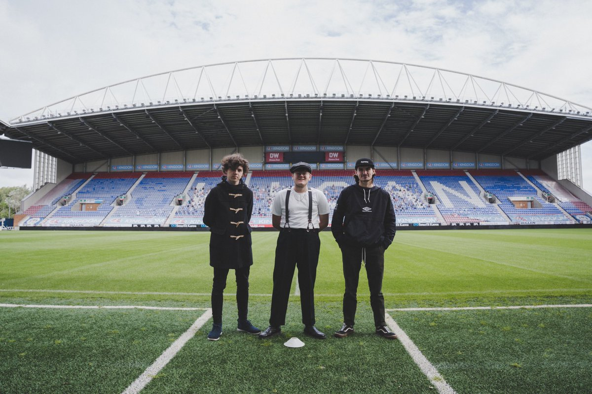 """We're releasing a cover of Northern Soul classic 'The Snake' on 7"""" vinyl. Only 1 will be cut and only 1 of you can own it. ALL funds raised will go to @LaticsOfficial. Football is more than just a game and our community needs your help!   Enter here 🐍 - https://t.co/WMQimstCpe https://t.co/SAsoeqIFnH"""