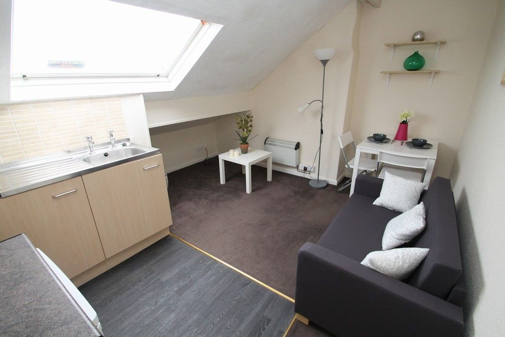 Ideal for a young professional. This lovely one bedroom, furnished flat in #armley is #justlisted at £450pcm, including council tax and water rates. Take a look around https://t.co/JbfSpDgrqj  #lettingagent #propertytolet #armley https://t.co/bX1Cs2AsIW