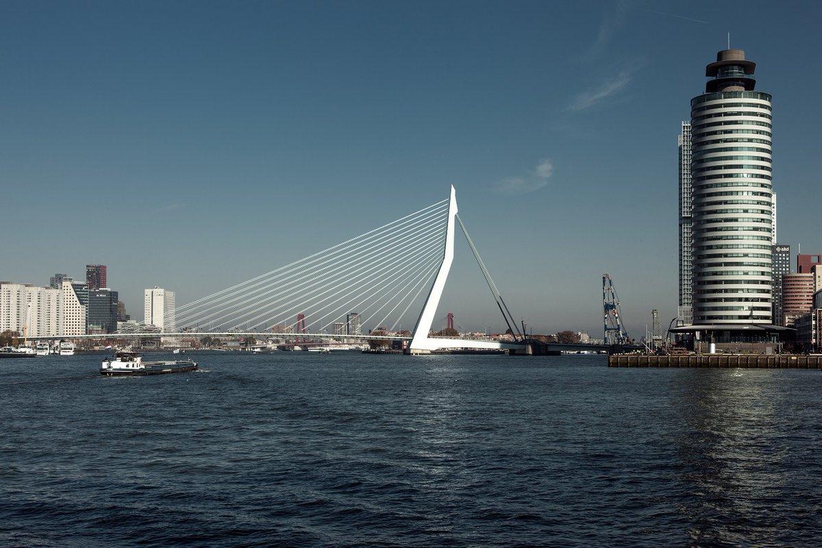 Opening Erasmusbrug tijdelijk beperkt: De Erasmusbrug in Rotterdam wordt volgende week gerepareerd en kan dan slechts beperkt worden geopend voor hoge vaart (12,50 meter +NAP). Het Havenbedrijf Rotterdam, de gemeente en OV-dienstverlener… https://t.co/MordkVUxqh   SCHUTTEVAER https://t.co/sCcad1T4Rw