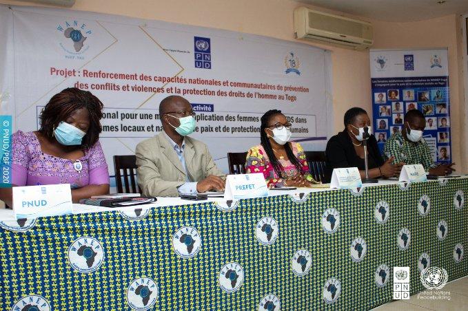 Les femmes, actrices incontournables dans la prévention et la  gestion des conflits @PnudTogo à travers @WanepTogo  outille à Atakpamé today 36 femmes, civ.& FDS,  médiatrices communautaires pour plus d'implication  @UNPeacebuilding @aliouMdia @DamienMama @UN_Togo @GouvTg @MASPFA https://t.co/7N4rF0AU9m