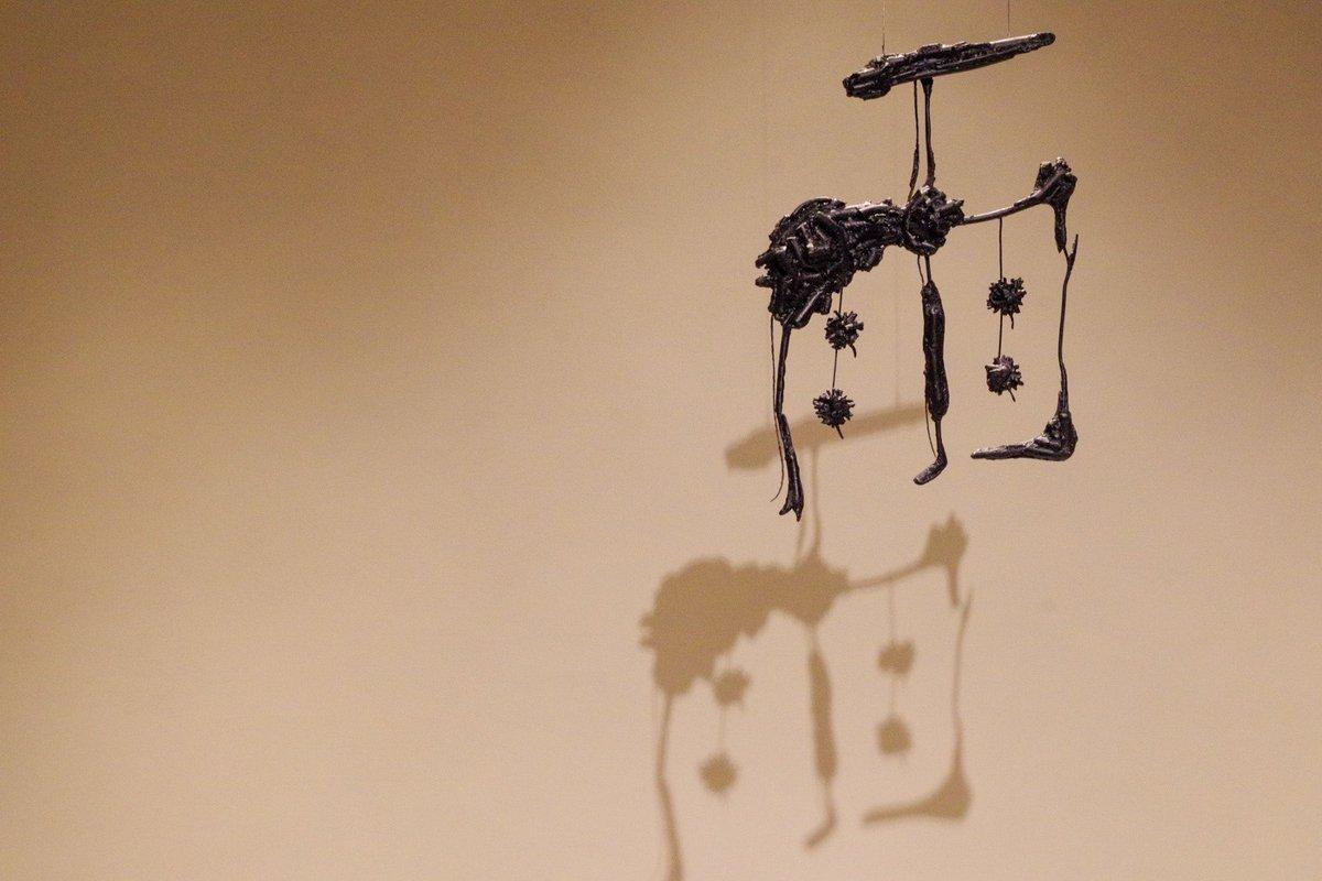 金沢2日目の宿で見つけたアート 書道を立体で表現したものらしい… 写真もあえて立体にすることで何か見えてくるのかな…  #写真好きな人と繋がりたい #カメラ好きな人と繋がりたい #カメラ初心者 #カメラ旅行 #金沢 #雨庵 #書道アート #PENTAX #ペンタックス #K70 #pentaxk70 https://t.co/XwdvIhR4wh