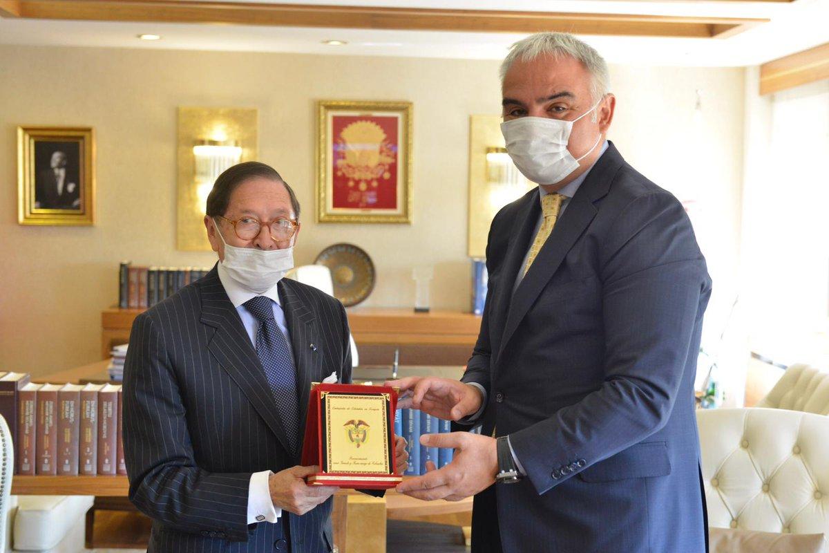 Kolombiya'nın Ankara Büyükelçisi Sayın Julio Anibal Riano Velandia'ya ziyaretleri için teşekkür ediyorum. https://t.co/6emMBQauEu