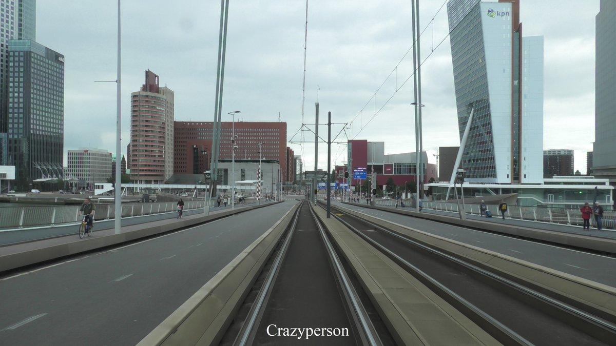 De #RET maakt sinds vanochtend weer gebruik van de #Erasmusbrug. Trams reden niet tussen Noord en Zuid, met een unieke dienstregeling als gevolg. #Tram #Rotterdam https://t.co/6NqghG6V8c