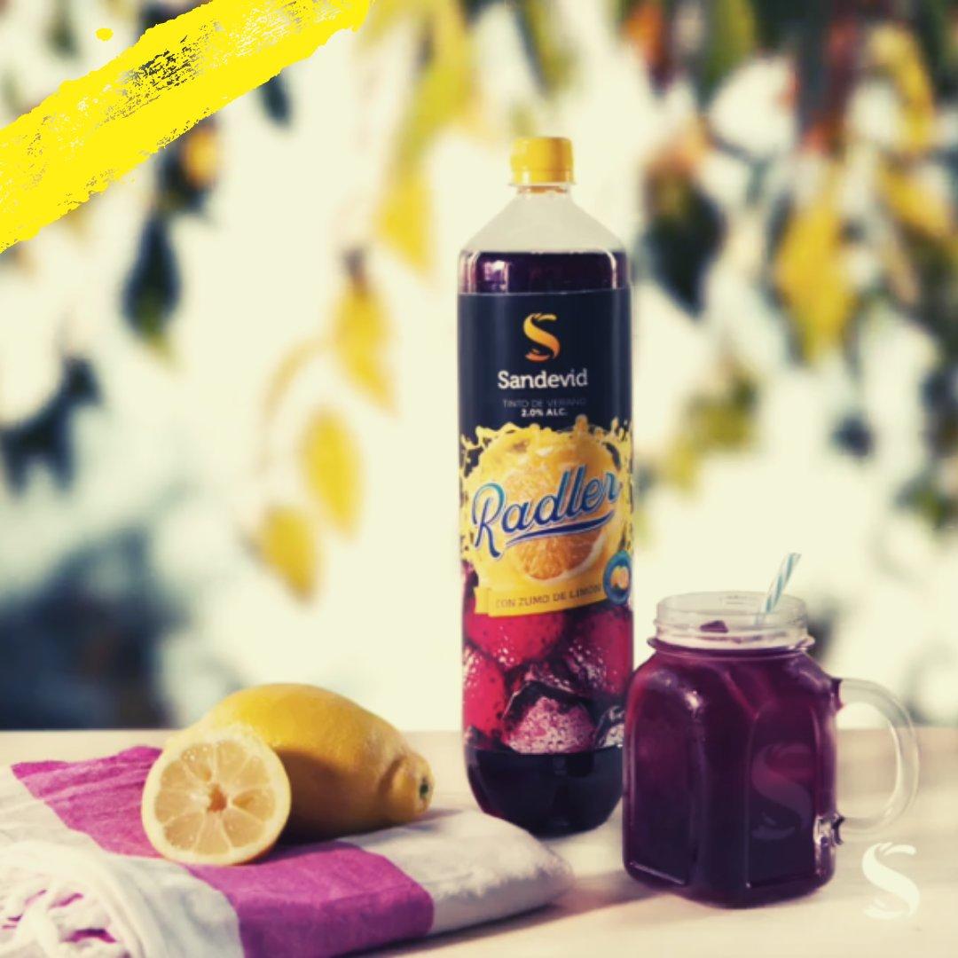 ¡Sin conservantes ni colorantes! Prepárate para Sandevid Radler 🍋 tu tinto de verano lleno de zumo natural de limón. #vegan#govegan#veggie#singluten#aperitivo#sandevid#tintodeverano#sangria#rebujito#verano#summer#fiesta #sandevidradler #radler #quebuenosandevid https://t.co/PHKEXHsqAc
