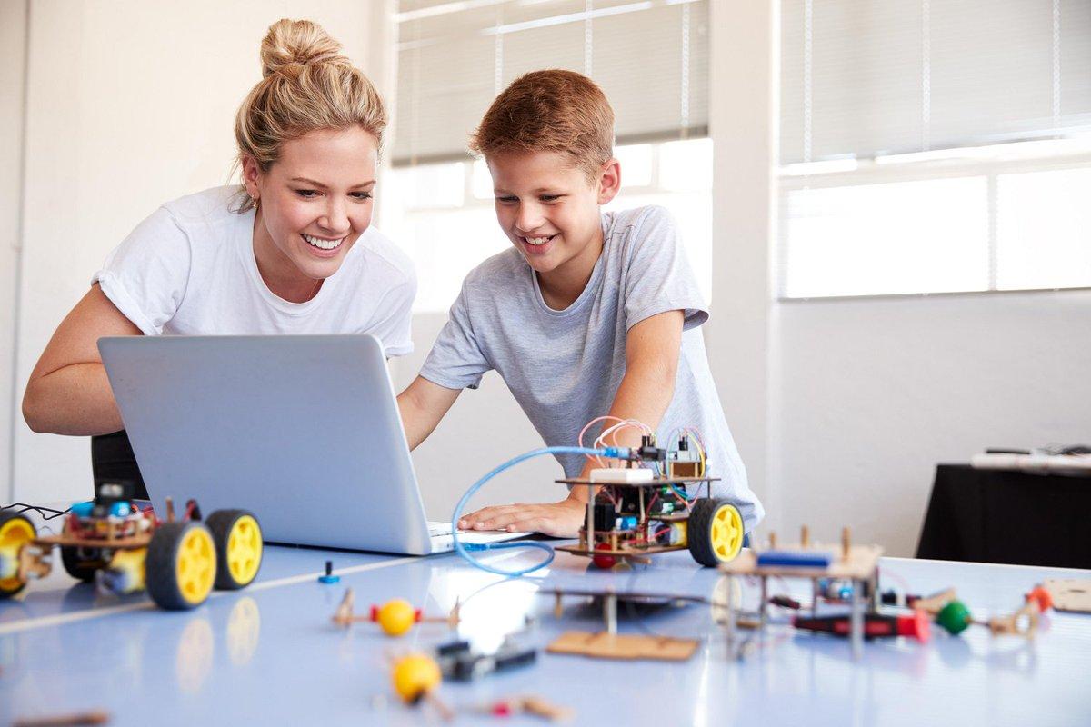 Wil je beginnen met de basis van programmeeronderwijs of ben je juist op zoek naar meer diepgang? @wismononderwijs heeft een uitgebreid trainingsaanbod voor leraren van het basis- en voortgezet onderwijs die met robotica aan de slag willen: https://t.co/edbkYfiROL.  #programmeren https://t.co/8j3cOf3uPE