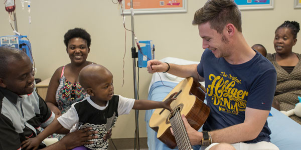 The introduction of live music at Wits Donald Gordon Medical Centre by @WitsUniversity students in 2015 was fairly unusual. This unique cross-disciplinary initiative brought togetherpatients, carers & nurses.  https://t.co/G1r41Abz9L  #Curiosity #Mood #PatientSafetyDay https://t.co/Y05iAqpPko