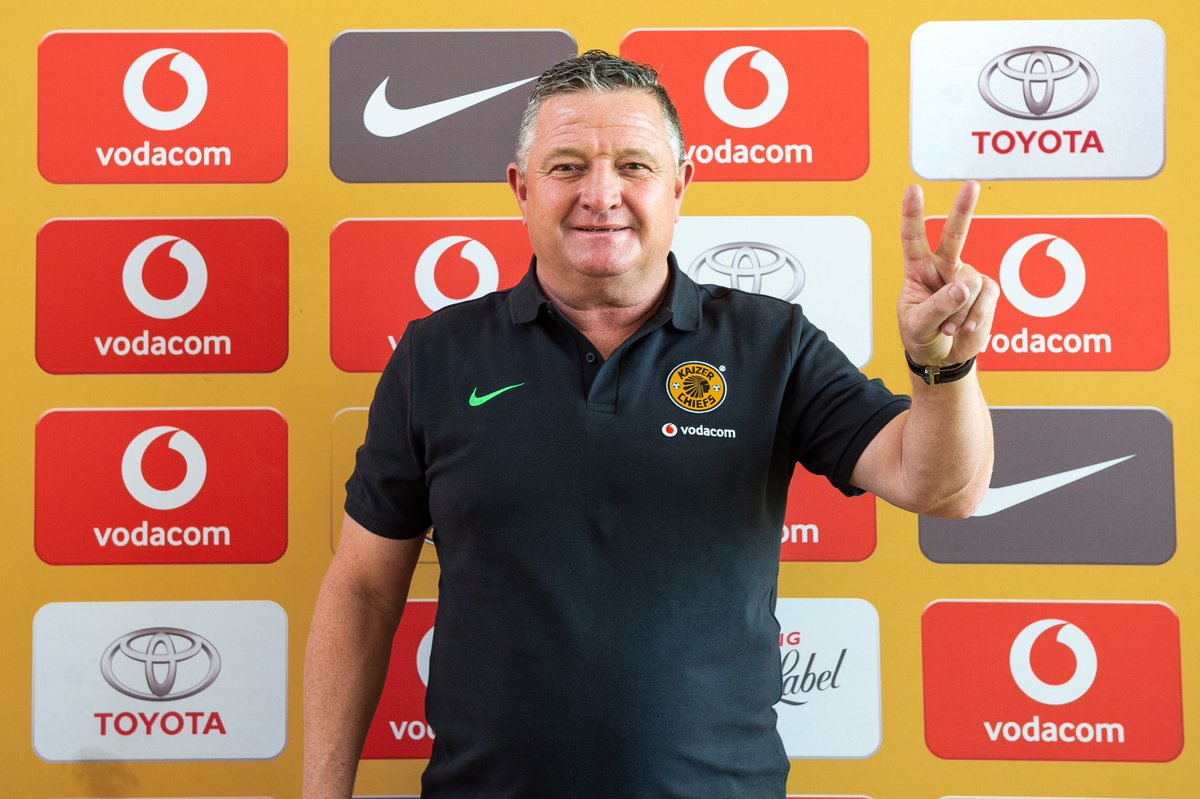 Gavin Hunt joins Kaizer Chiefs as coach  Gavin Hunt has been appointed as the new head coach of Kaizer Chiefs. His contract will see him take charge of Amakhosi's first team for the next three seasons.   More information: https://t.co/rhqTYjXYVg  #HuntJoinsChiefs #Amakhosi4Life https://t.co/B2UW1S617S