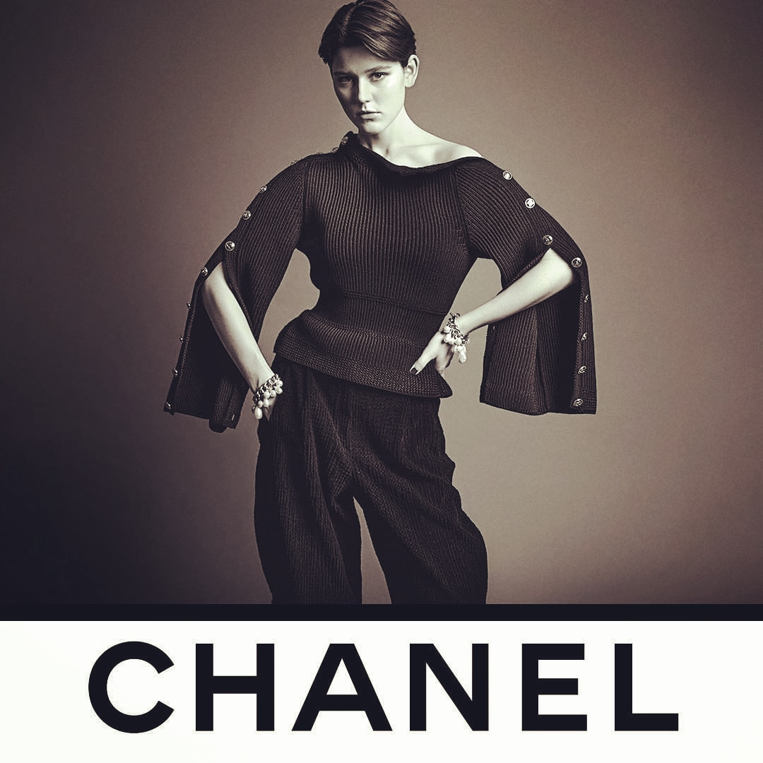 Loving @CHANEL❤The photo by photographers @inezandvinoodh shows model Vivienne Rohner modeling the CHANELcollection all-black boyish look with unbuttoned sleeves is a nod equestrian life.See the CHANEL Fall-Winter 2020/21Ready-to-Wear collection in boutiques and @CHANEL.❤💕💙💜 https://t.co/1cdQALrDlf