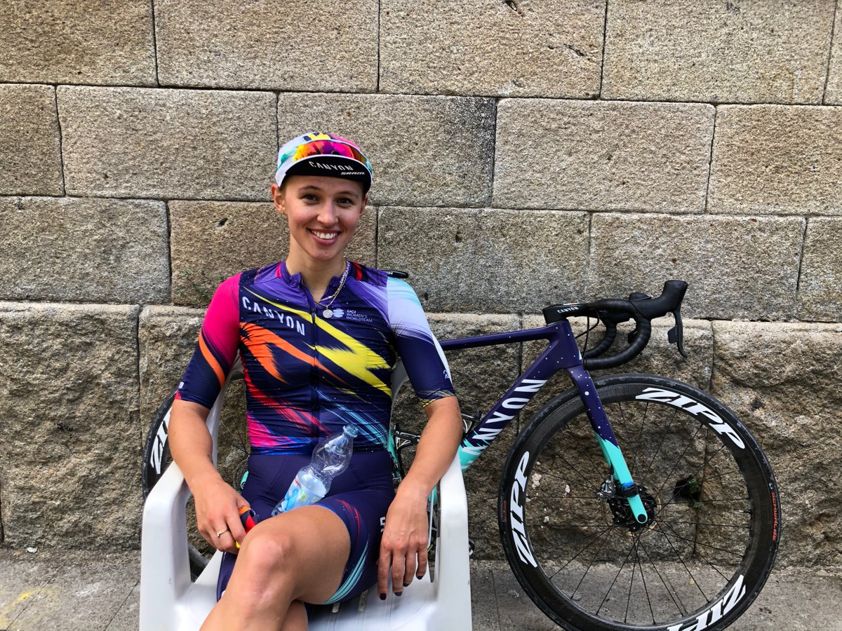 Our longtime partners at @WMNcycling  are having a fantastic #GiroRosa and photo @twilcham  is capturing some fun behind the scenes images. Here are a few... 📷 @twilcham https://t.co/7YWFwEoQ8v
