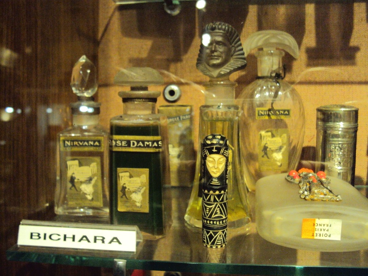 💎💃 Trying to find some more information and source material on the Bichara family of Luxor. So far, 90% of my results are related to an eponymous neo-pharaonic brand of perfume... https://t.co/ya7dYM1pcl