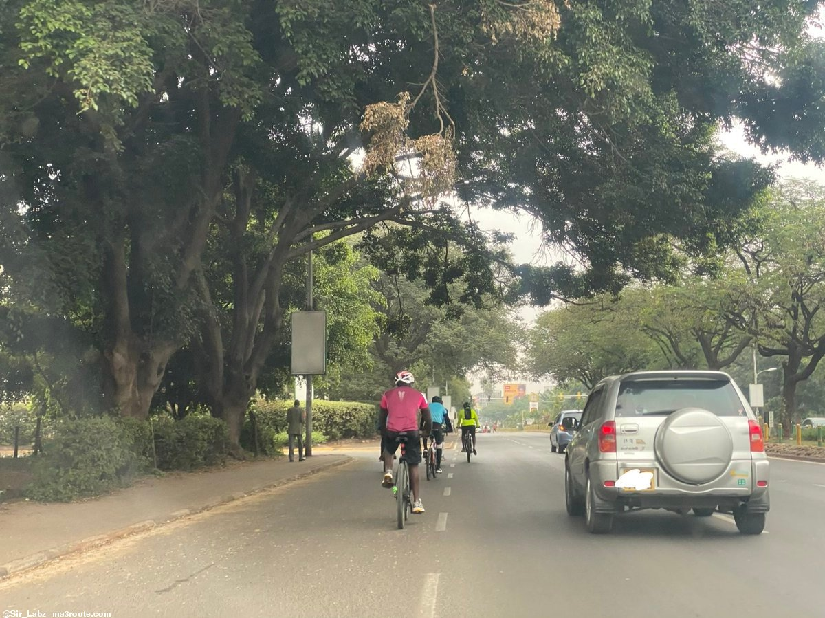 16:35 Dear Motorists, this is how to SHARE the Roads RESPONSIBLY with Cyclists as seen on Uhuru Highway, Nairobi. 1.5 Metre SAFE Clearance. 🙏🤝🚴 @motoristsoffice @TAK_Kenya  @ntsa_kenya  https://t.co/fGhCCxOiUy via @Sir_Labz