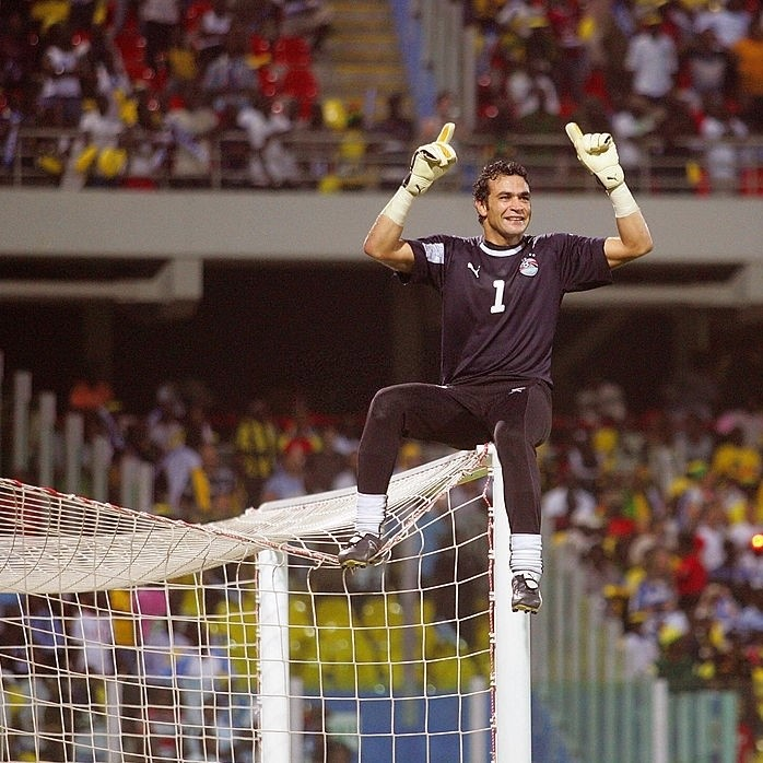 Throwback to one of Africa's greatest and his famous celebration 🧤  #TBT | @ElHadary https://t.co/QvkKD6LlKJ