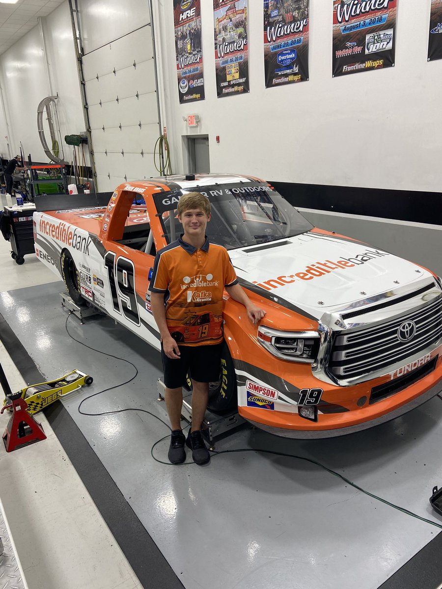We are revved up for race day with the @IncredibleBank Toyota Tundra Truck #19 @derek9kraus!  Watch the NASCAR truck series tonight! @BMR_NASCAR @ToyotaRacing @BMSupdates https://t.co/L8n3Gk8RWG