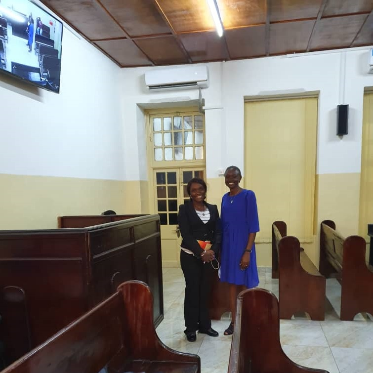 The Sexual Offences Model Court.  The covered area is where vulnerable witnesses sit to be cross/examined. We have two staff Aminata and Rosa, permanently assigned to the court to support women and children during the entire court process. https://t.co/xSin4UAHt4  #SierraLeone https://t.co/cuF4xREUKO