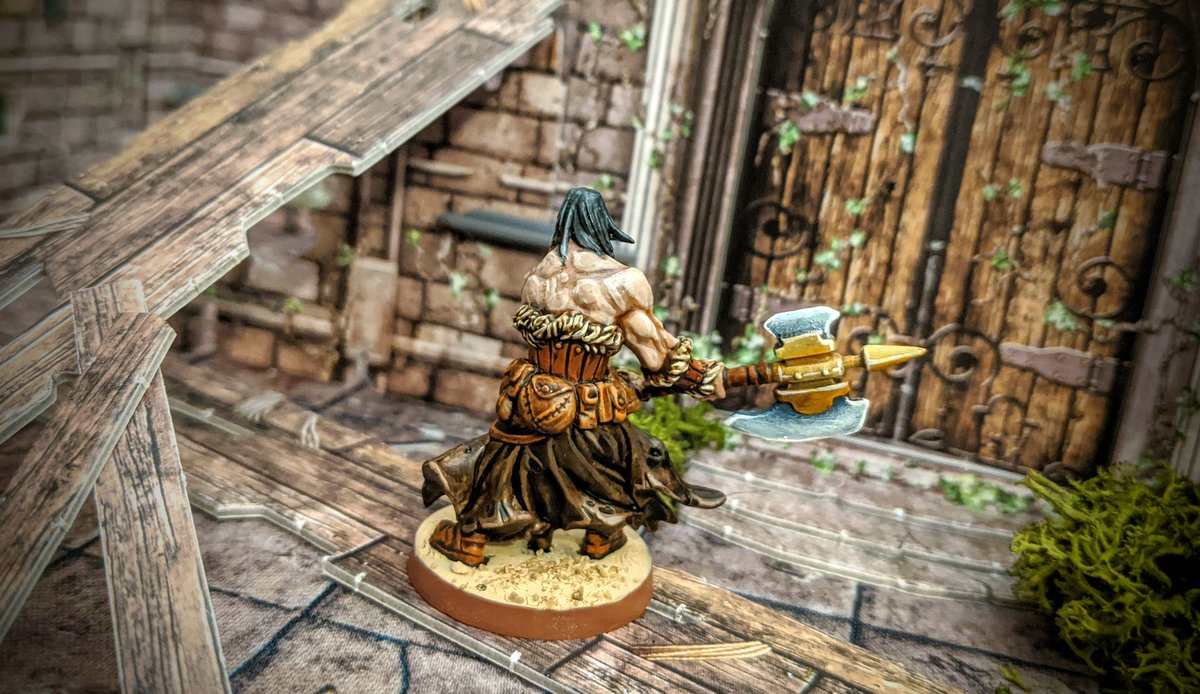My usual painting method for flesh tones would have seen a final wash to bring the highlights down and the low lights up for a more natural look, but here I love that high contrast between the shades.   #MassiveDarkness #Cmongames #coolminiornot #Boardgames https://t.co/GBvx3MErJA