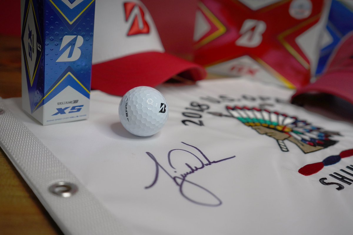 🇺🇸 U.S. Open Giveaway 🇺🇸   🔻Signed Tiger US Open Flag ▫️2 dz of golf balls of your choice 🔹Red, white and blue Bridgestone hat  How to Win: 🟥FOLLOW @bridgestonegolf  ⬜️RETWEET 🟦COMMENT with your US Open pick  Good luck! https://t.co/IW0CPZwtwd
