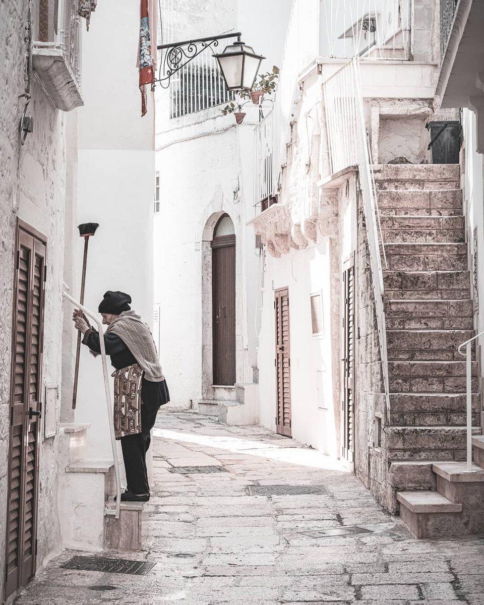 Saludos desde Cisternino  #Puglia #cisternino #apulia #arte #Italy https://t.co/t7lHljHt9x