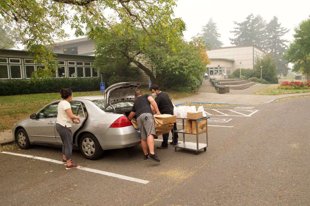 The @PDXParksandRec Charles Jordan Community Center will remain open as a shelter for people who are experiencing homelessness through March 2021.  More info: https://t.co/WgkboR1Ql1   [IMAGES: People load up emergency supplies to take into the community center; the interior]. https://t.co/jEbTkWScGh