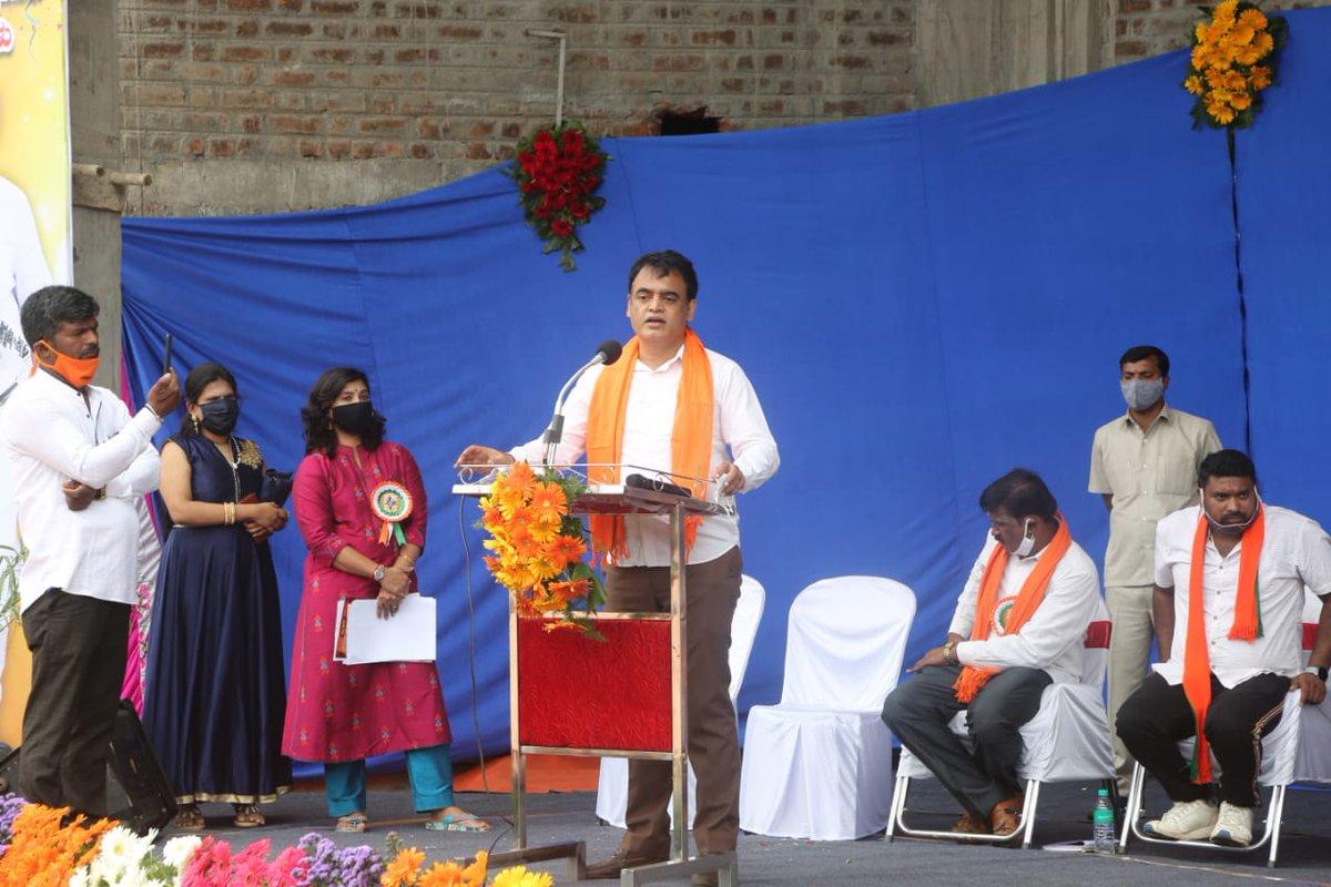 ಬಾಗಲಗುಂಟೆಯ MEI ಕ್ರೀಡಾಂಗಣದಲ್ಲಿ ಪ್ರಧಾನಿ ಶ್ರೀ @narendramodi ಯವರ ಜನ್ಮದಿನದ ಪ್ರಯುಕ್ತ ಪ್ರತಿಭಾವಂತ ಹಾಗೂ ದೃಷ್ಟಿಚೇತನ ವಿದ್ಯಾರ್ಥಿಗಳಿಗೆ ನಡೆದ ಅಭಿನಂದನಾ ಕಾರ್ಯಕ್ರಮದಲ್ಲಿ ಪಾಲ್ಗೊಂಡೆ.   ಈ ಸಂದರ್ಭದಲ್ಲಿ ಪೌರ ಕಾರ್ಮಿಕರು, ಆಶಾ ಕಾರ್ಯಕರ್ತೆಯರು ಮತ್ತು #CoronaWarriors ಗೆ ಆಹಾರ ಕಿಟ್ ವಿತರಿಸಲಾಯಿತು. https://t.co/kjIio6VKX1