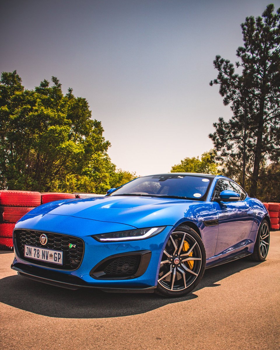 An absolutely beautiful engine attached to an equally impressive car. Had a taste of the new @jaguarsa F-Type R P575 with it's 5.0L Supercharged V8 today. The magic of the model it replaces seems to have been retained, with some welcomed interior improvements. #OnlyInAnFtype https://t.co/qqcLYkApSm
