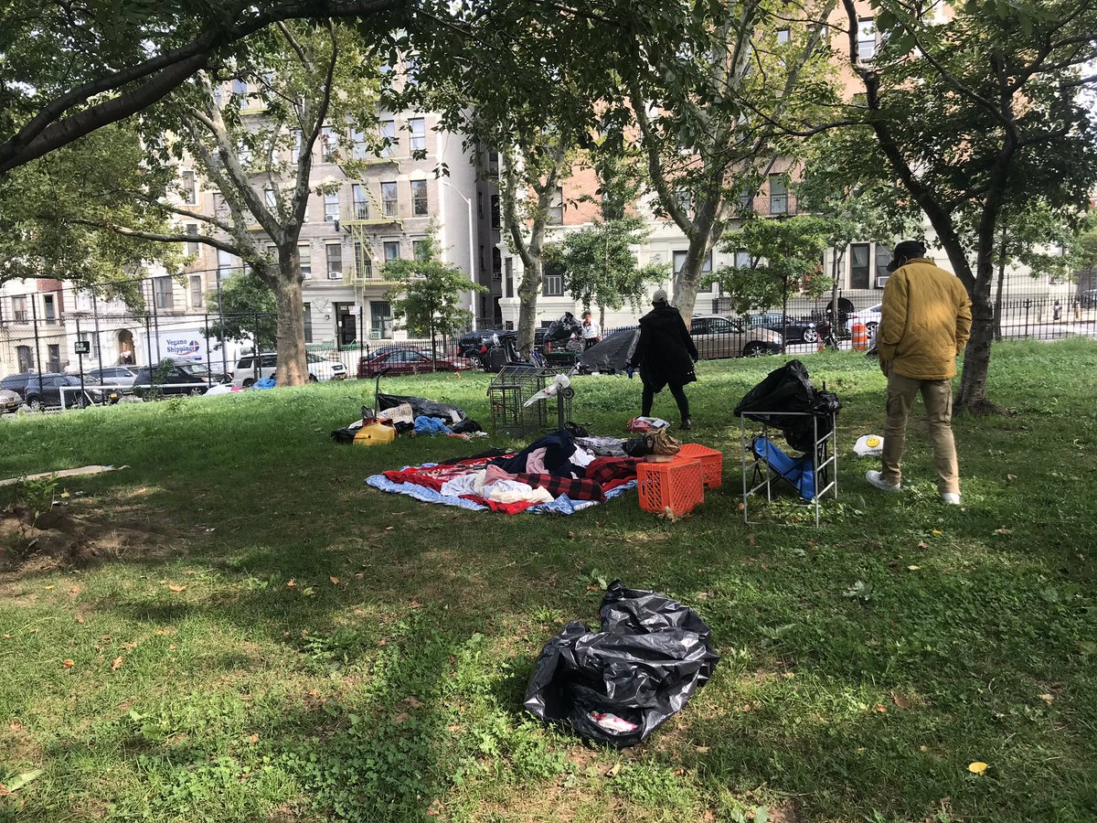 Working together with @NYCDHS @NYCParks & @NYCSanitation to find solutions to your concerns. Services and help was offered to those in need and a clean up of the park was completed. Thank you to all the agencies for coming together 🌳 https://t.co/WV9Y0hphUl