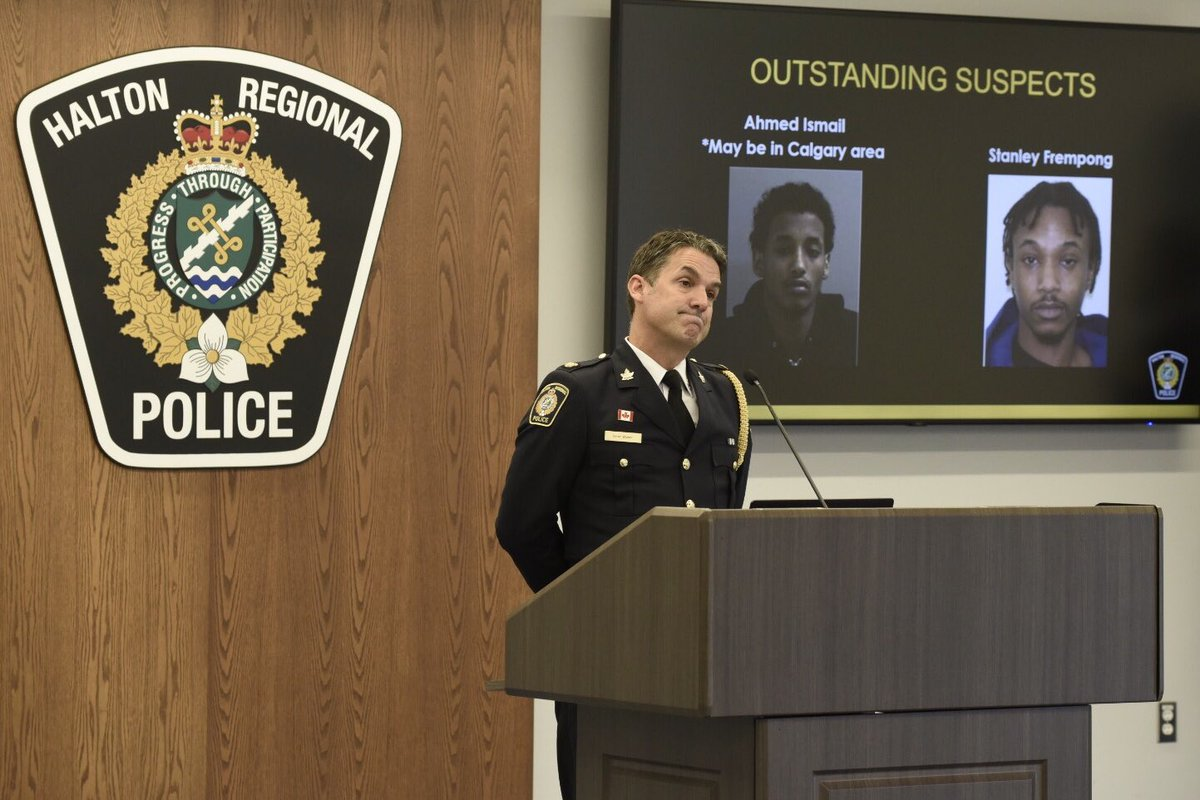 CLARIFICATION - MILTON HOMICIDE ARREST: @HaltonPolice & @PeelPolice announce arrests of 2 males suspects in the murder of 16y/o Ezekiel Agyemang found deceased in #Milton , 1 charged first degree murder & kidnapping other facing kidnapping charge, two suspects still outstanding. https://t.co/pOstTer45Z