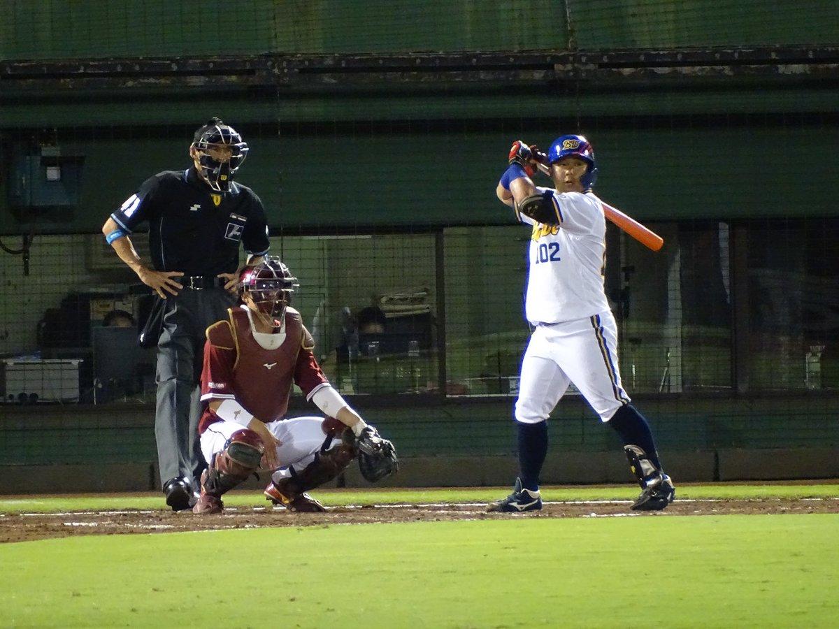 15日、この日プロ初打席に立った大下誠一郎。 体型からして阪急・高井保弘を髣髴とさせる。 その豪快なスイングから出た初打席初本塁打。応援しまっせ~ https://t.co/3PrZILM1w3