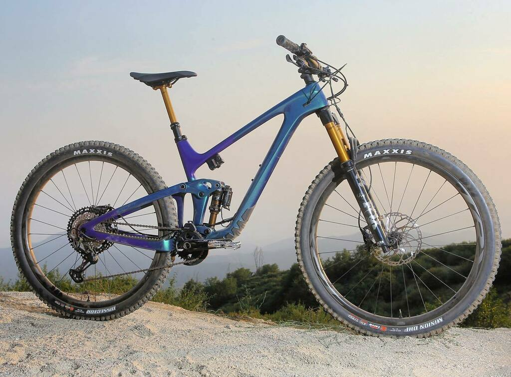 The all-new @giantbicycles Trance X Advanced Pro 29 has landed. Equip with @ridefoxbike #livevalve suspension and a @shimanomtb #xtr drivetrain.  See the full review in an upcoming issue of @mountainbikeaction   #newbikeday #mountainbike #cycling #mtb #29er https://t.co/vd6X6V4K3C