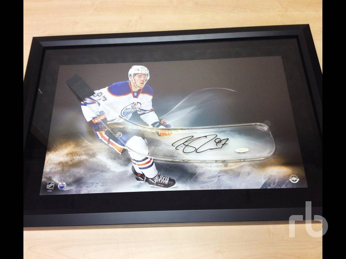 """Calling all #Oilers fans - this beautiful CONNOR #MCDAVID autographed blade is a part of our """"Hummingbird Charm"""" auction! Proceeds from the auction will stay in Alberta, supporting life-changing diabetes research.   Visit https://t.co/u1489jhdXp for information on how to bid! https://t.co/P1wXJXLOtq"""