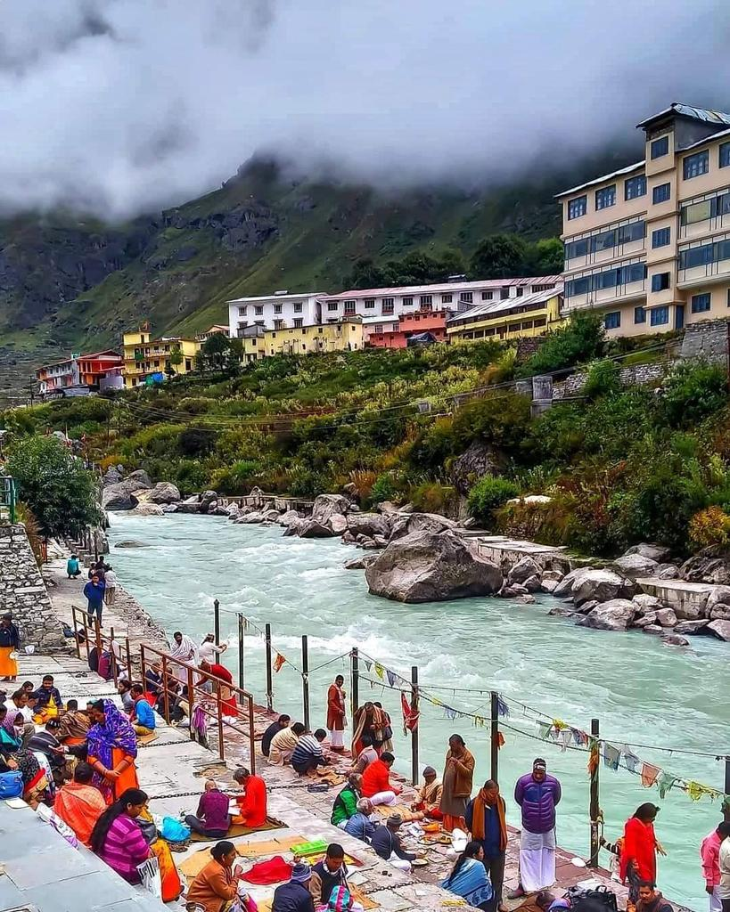 A Majestic view of Badrinath at the Bank of Alaknanda River......🙏🙏🙏 Badrinath, uttarakhand Photo Credit : V Nayak Singh #badrinath #chardham #devbhumi #uttarakhand https://t.co/j9n1I7UFCk