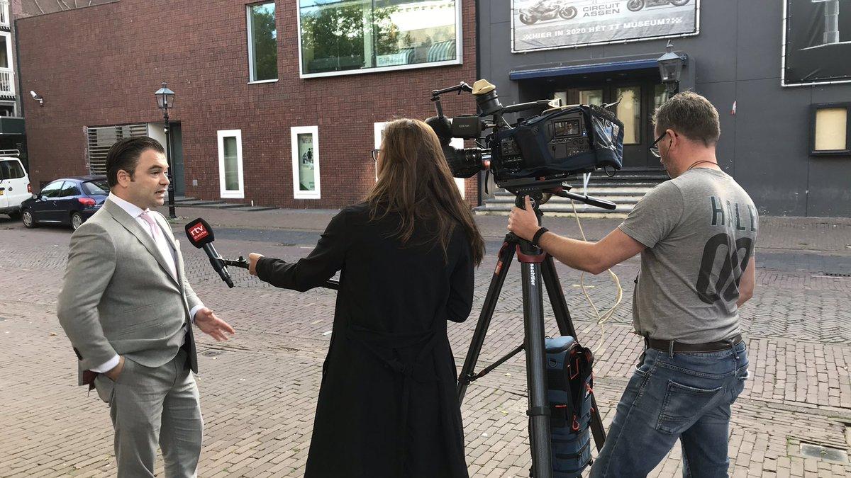 Zaak #ruinerwold klaar, nu nog de interviews voor @RTVDrenthe met @Inekekemper en #cameramanedwin #edwinvanstenis (halen we de derde uitzending van tv? ) en dan mag ik #YehudiMoszkowicz nog ff voor radio pakken; in de starthouding voor rechtbank #Assen (dit was rond 18 uur ) https://t.co/WKQhDrUCy1