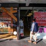 Image for the Tweet beginning: Nedlukning koster: Corona-duksen New Zealand