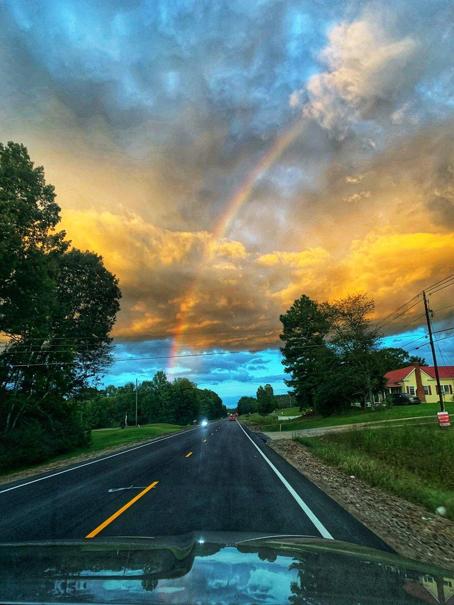 Somewhere over the rainbow in Ohatchee 🌈 @spann #skywatcher https://t.co/xxlhxkcrdZ