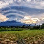 富士山に巨大吊るし雲が現る!大自然を感じる!