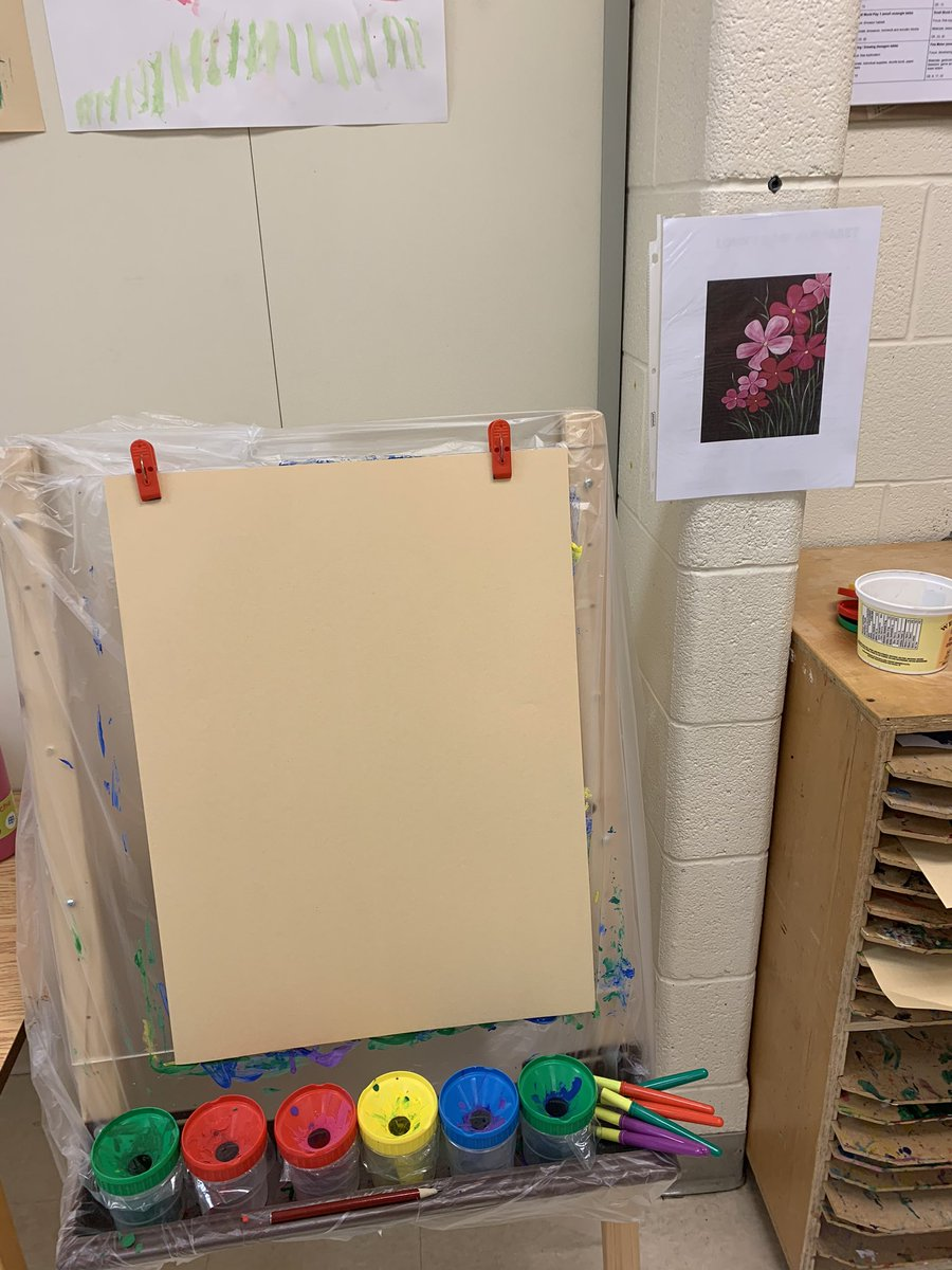 The #art inspiration in Ms Ngo's #kindergarten room prompted students to make some beautiful 🖼 pieces! Well done! #earlyyears https://t.co/0VBCS5yKl7