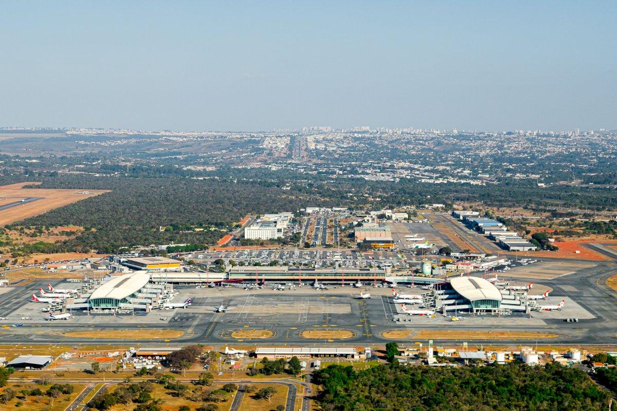 O #AeroportoBSB é o melhor Terminal do país, mas vocês não estão prontos para essa conversa! 😂✈ #Brasília https://t.co/jIpQFuyd1m