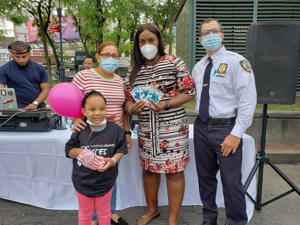 Today, @NYPDTransit  District 11 held a Community Safety Fair with Councilwoman Vanessa Gibson to give out safety tips & personal protective equipment, such as hand sanitizer & face masks. Participants were also offered Covid-19 testing, helping to ensure we beat this virus. https://t.co/RNN6z8Ockc