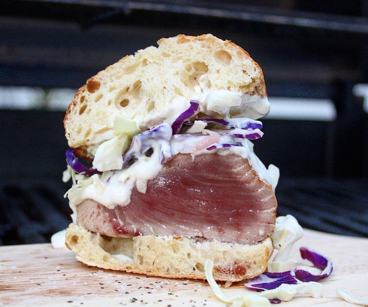 #tbt to yellowfin tuna sandwiches seared over applewood #billsbarbecue #tuna #chargriller https://t.co/D4dOyeo8cl