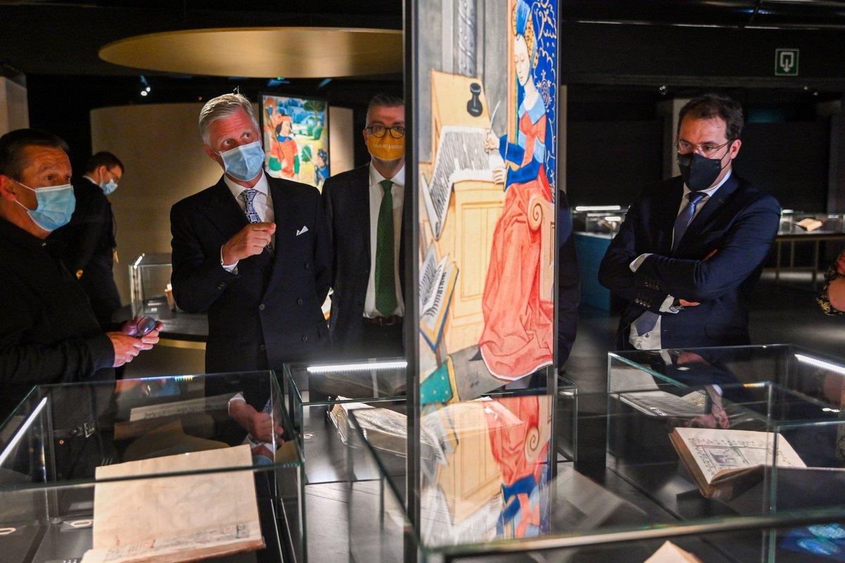 Ouverture officielle du nouveau #musée @kbrbe. Le musée est dédié à l'ancienne #bibliothèque des ducs de Bourgogne et met à l'honneur l'exceptionnelle richesse de celle-ci. #manuscrits #miniatures #Bruxelles #BelgianRoyalPalace https://t.co/efnBLtiYI9
