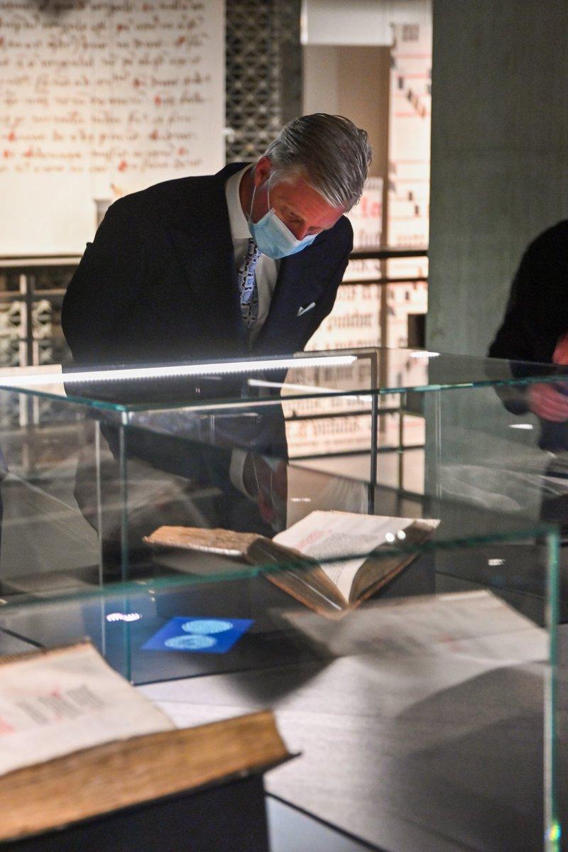 Officiële opening van het nieuwe #museum @kbrbe. Het museum staat in het teken van de oude #bibliotheek van de hertogen van Bourgondië en stelt onder meer een collectie aan handschriften en miniaturen uit de 15e eeuw tentoon. #handschriften #miniaturen #Brussel #MonarchieBe https://t.co/T3Q6XS5knK