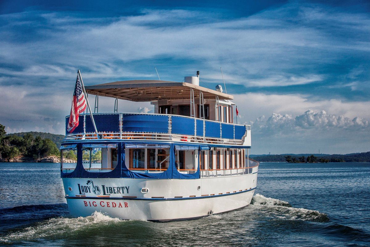 Set sail this fall on Table Rock Lake! Enjoy brunch and dinner cruises aboard our luxury Lady Liberty yacht. Call 844-293-5829 to make your reservation today! https://t.co/SHo2binJWU