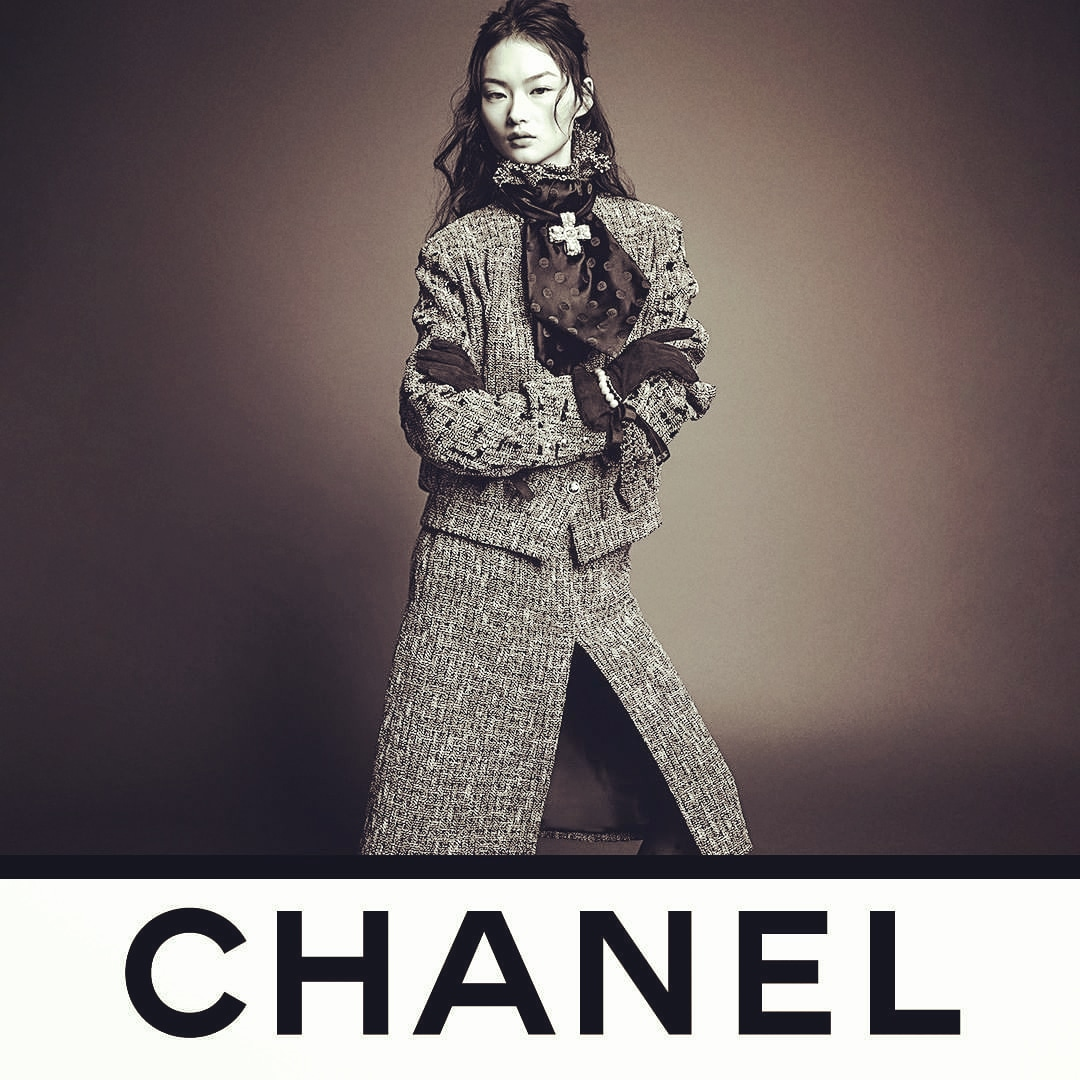 Loving @CHANEL ❤ The photo by photographers @inezandvinoodh shows model He Cong modeling a CHANEL Fall-Winter collection tweed suit that is imbued with a casual elegance. See the CHANEL Fall-Winter 2020/21 collection in boutiques and at https://t.co/gNb6QVxqgB.❤💕💙💜 https://t.co/njry0rdQBm