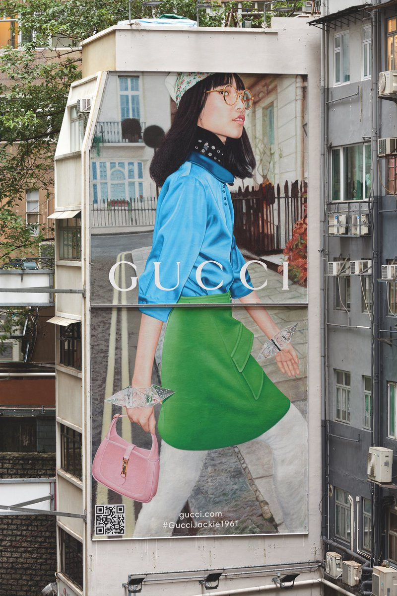 On Hong Kong's Gucci Art Wall located on D'Aguilar Street appears the new Gucci Jackie 1961 handbag designed by Alessandro Michele with a non-binary attitude, versatile size and  flexible styling possibilities. Discover more https://t.co/Hq6G7EzoqI https://t.co/JzI6rMoqG6
