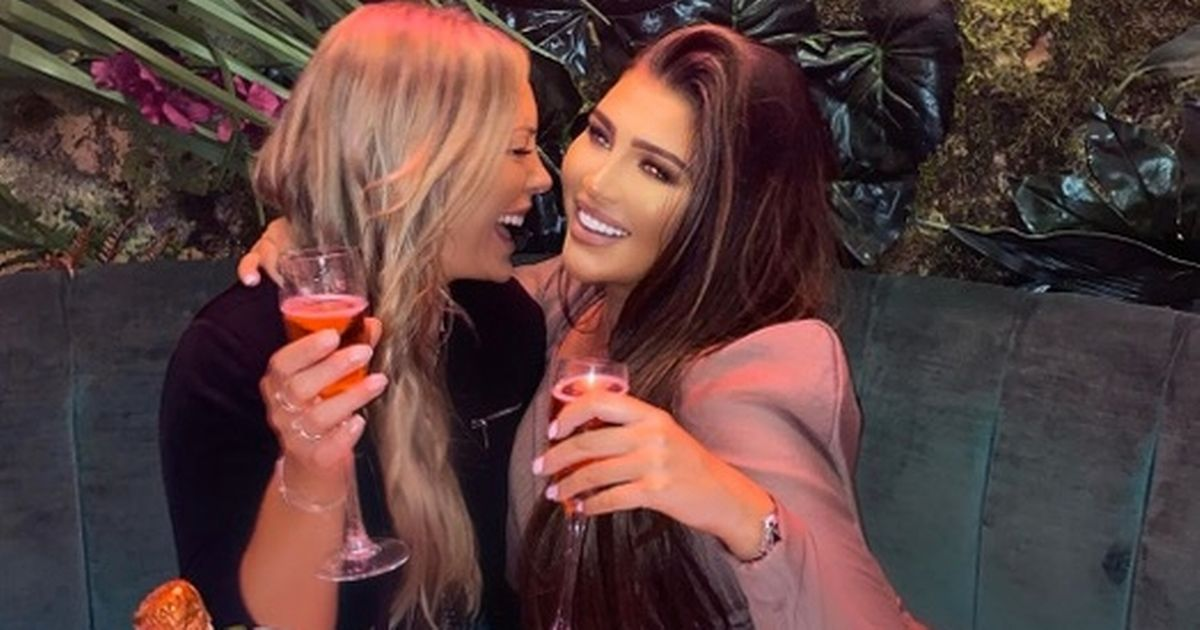 Lauren Goodger hits out at pap pics after appearing unrecognisable on Instagram: Former The Only Way Is Essex star Lauren Goodger has been out celebrating with friends in Manchester ahead of her 34th birthday on Saturday https://t.co/4uUCwlBE8f https://t.co/btT2Uooxfe