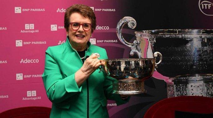 IGUALDAD Y AUDACIA DESDE HOY   Después de 25 años de llamarse Fed Cup, el torneo femenino por equipos adopta el nombre de #BillieJeanKingCup ,una de las tenistas que lo ganó en su 1ra edición.  King, es la pionera del trato igualitario entre hombres y mujeres dentro del tenis. https://t.co/7lk1pRK0JG