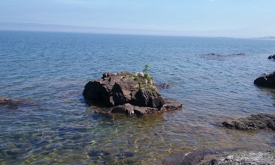 @LakeSuperior hey now i own quite abit of feet right before you and im telling ya you have to rethink those flies. there is no love loss with me & them. also would it kill you to warm up this spot to say 62 degrees mid june just once? #socold #yeswestillgoswimming #36degrees https://t.co/ECnkMcbHmo